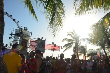 Veel Nederlandse stagiaires op het strandfestival Amnesia en dit feest is geen uitzondering.